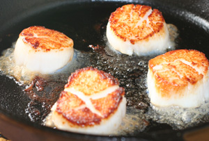 seared scallops in cast iron skillet